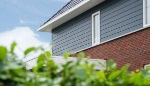 Keralit potdeksel op een moderne woning